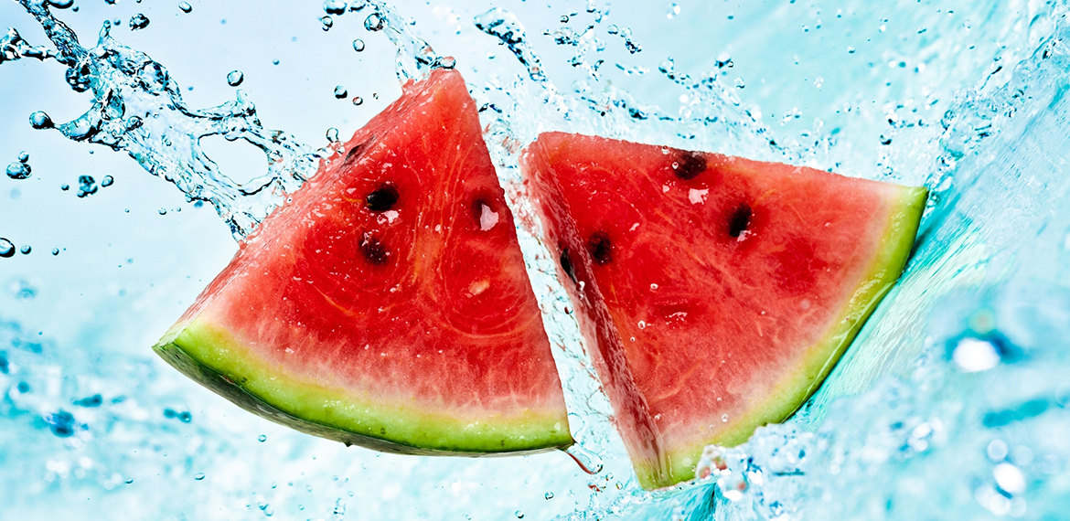 Watermelon-pieces-falling-into-the-water_2560x1600