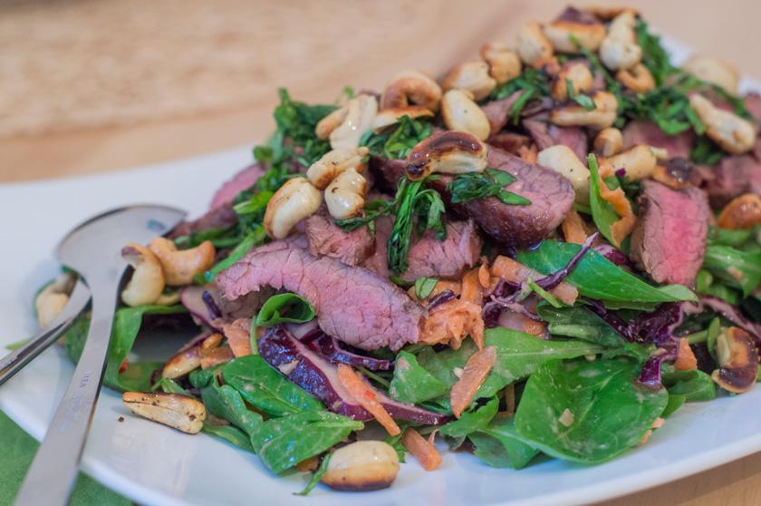 Steaksalat alla Madleine Shaw mit Cashewkernen und Sesam, www.amigaprincess.com