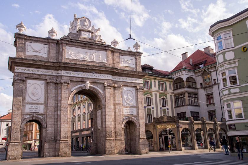 innsbruck, sightseeing, triumphpforte, 5 Must-Do´s in Innsbruck – 5 Dinge, die ihr nicht verpassen dürft