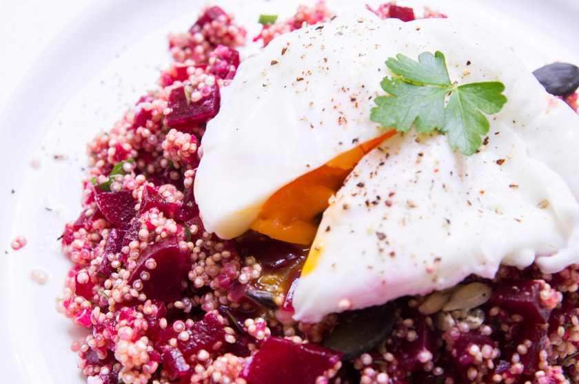 quinoa salat mit roter beete und pochiertem ei #poached #egg #beetroot #summer #salat #rezept #recipe #amigaprincess #delicous #simple #healthy #protein