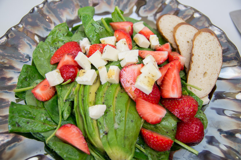 Spinatsalat mit Erdbeeren, Avocado und Mohndressing, #poppyseed #dressing #salad #recipe #rezept #mohn #strawberry #spinach #food #delicious #summer #leichteküche #salat #amigaprincess