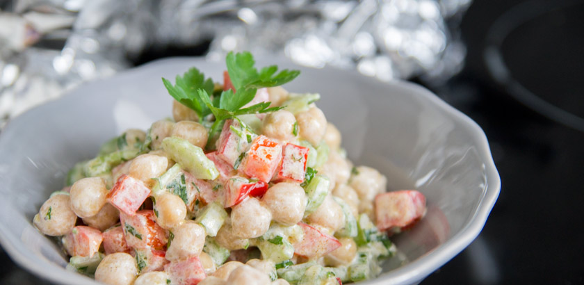 Kichererbsensalat mit Sellerie #beilage #bbq #grillen #picknick #summer #recipe #rezept #delicious # eas #quick #amigaprincess #healthy #gettheglow