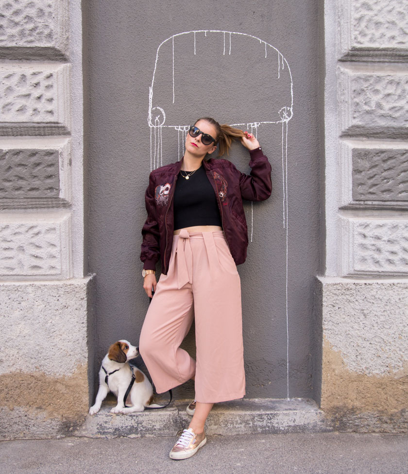 herbst outfit: bomberjacke mit culotte und sneakern #trend #outfit #fashionblogger #fashion #ootd #herbst #autumn #trends #beerentöne #rose #herbsttrend #amigaprincess #mode #inspiration #streetstyle