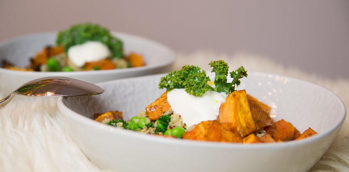Kale mit Quinoa und Süßkartoffel #kale #recipe #rezept #food #inspo #amigapriness #sweetpotoatoe #healthy #peas #erbsen #quinoa #maincourse #salad