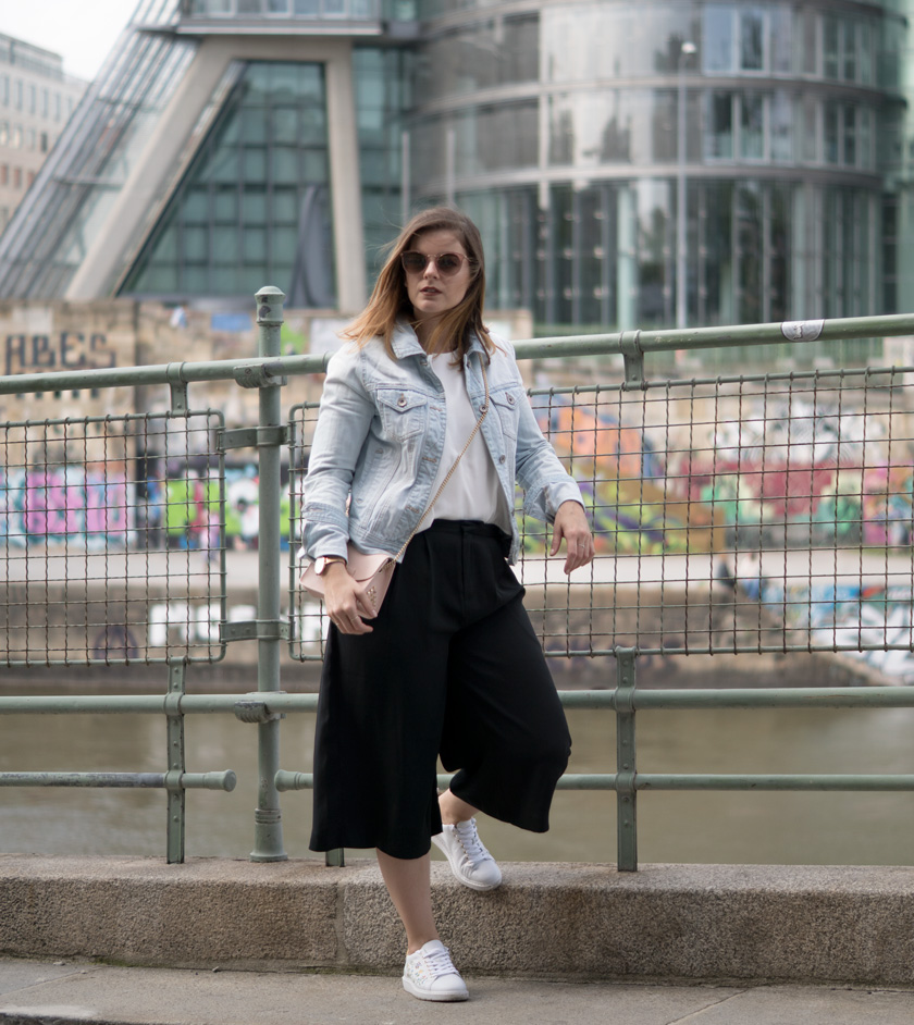 One Trend - Different Styles: Wide Leg Pants 1