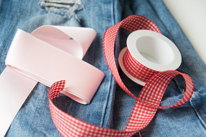 DIY: Jeans mit Metallösen und Schleife 3
