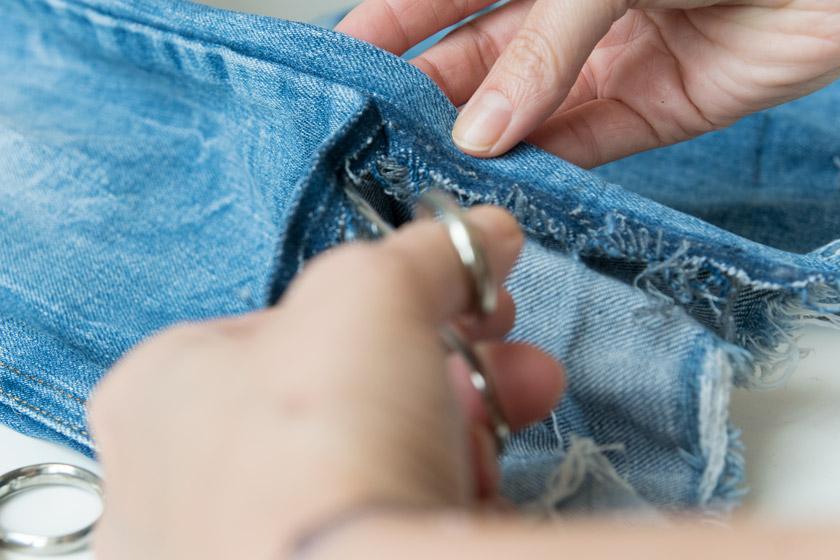DIY: Jeans mit Metallösen und Schleife 12