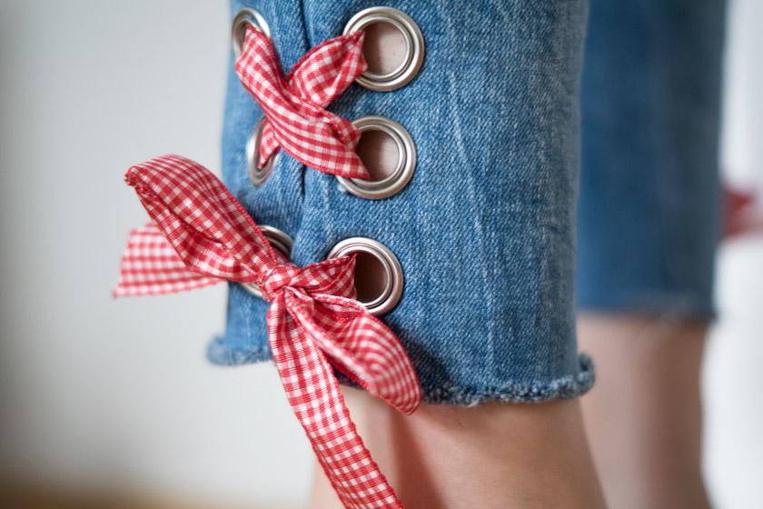 DIY: Jeans mit Metallösen und Schleife 18