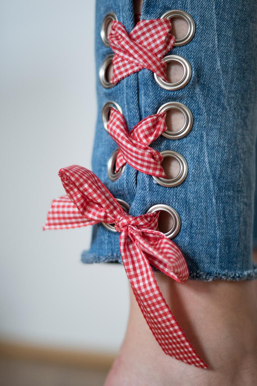 DIY: Jeans mit Metallösen und Schleife 17