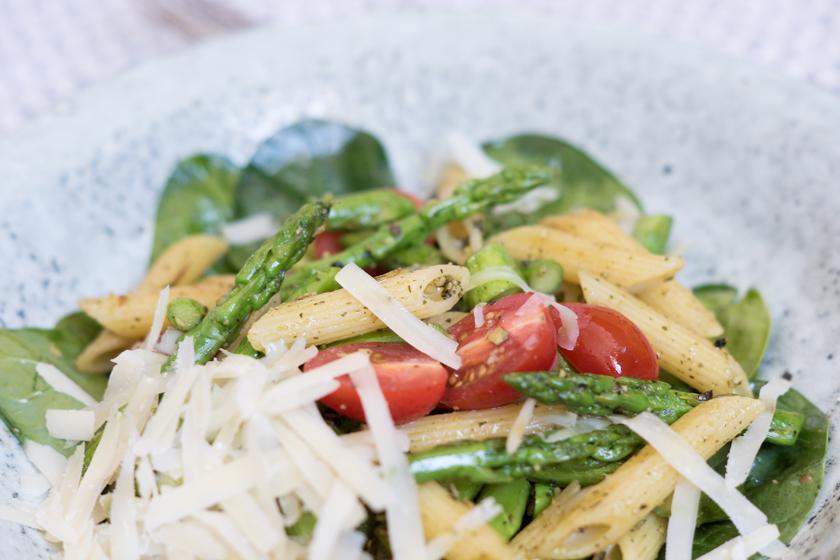pasta mit spargel und kürbiskernpesto, recipe, rezept, spargel, espargus, spring, inspo, veggie, homemade pesto, amigaprincess, foodblogger, food