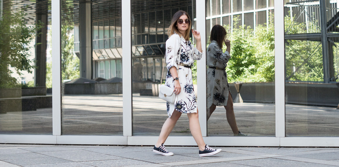 One Trend - Different Styles: Sommerkleider mit Print, fashion inspo, how to wear printed summerdresses, flowerprint, blumen, blusenkleid, hemdkleid, summer look, inspiration, streetstyle, miu miu, converse, kleid, crossbody, amigaprincess
