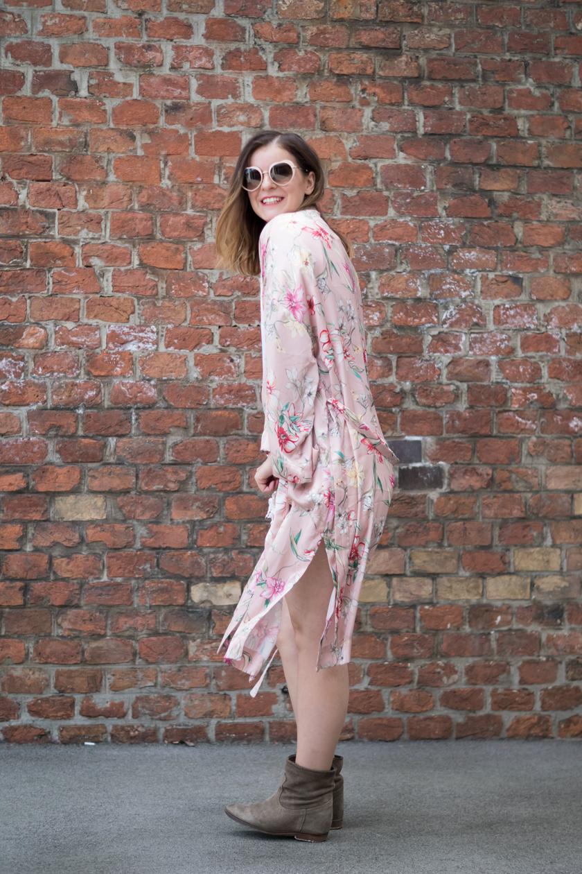 ootw: Festival Look mit rosa Kimono, Blumenprint, flowers, pink, boho, miu miu, furla metropolis, outfit, fashion blogger, amigaprincess, festival inspo, streetstyle, white, summer