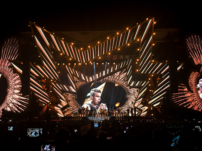 Robbie Williams - Heavy Entertainment Tour 2017 2