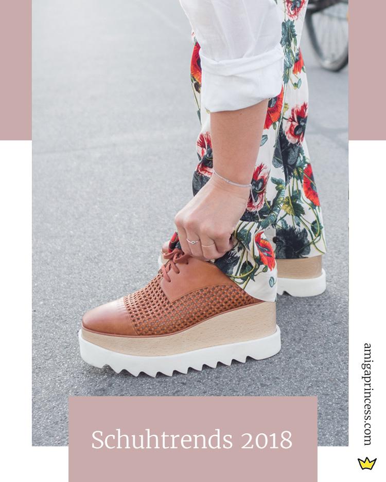 Das sind die Schuhtrends 2018, Statementschuhe, Trendschuhe 2018, Schuhe mit Schnallen, Schuhe mit Volants, Schuhe mit Schleifen, Kitten Heels, Lace Up Booties, Schnürboots, Vinyl Stiefeletten, transparente Schuhe, Slipper, Mules, Schuhe in Satinoptik, Satin-Schuhe, Plateausohlen, Statement Sohlen, Flatform Sandalen, Cowboy Stiefel, Frühjahrstrends 2018, Trendreport, Fashionblog, Happy Lifestyleblog, www.amigaprincess.com