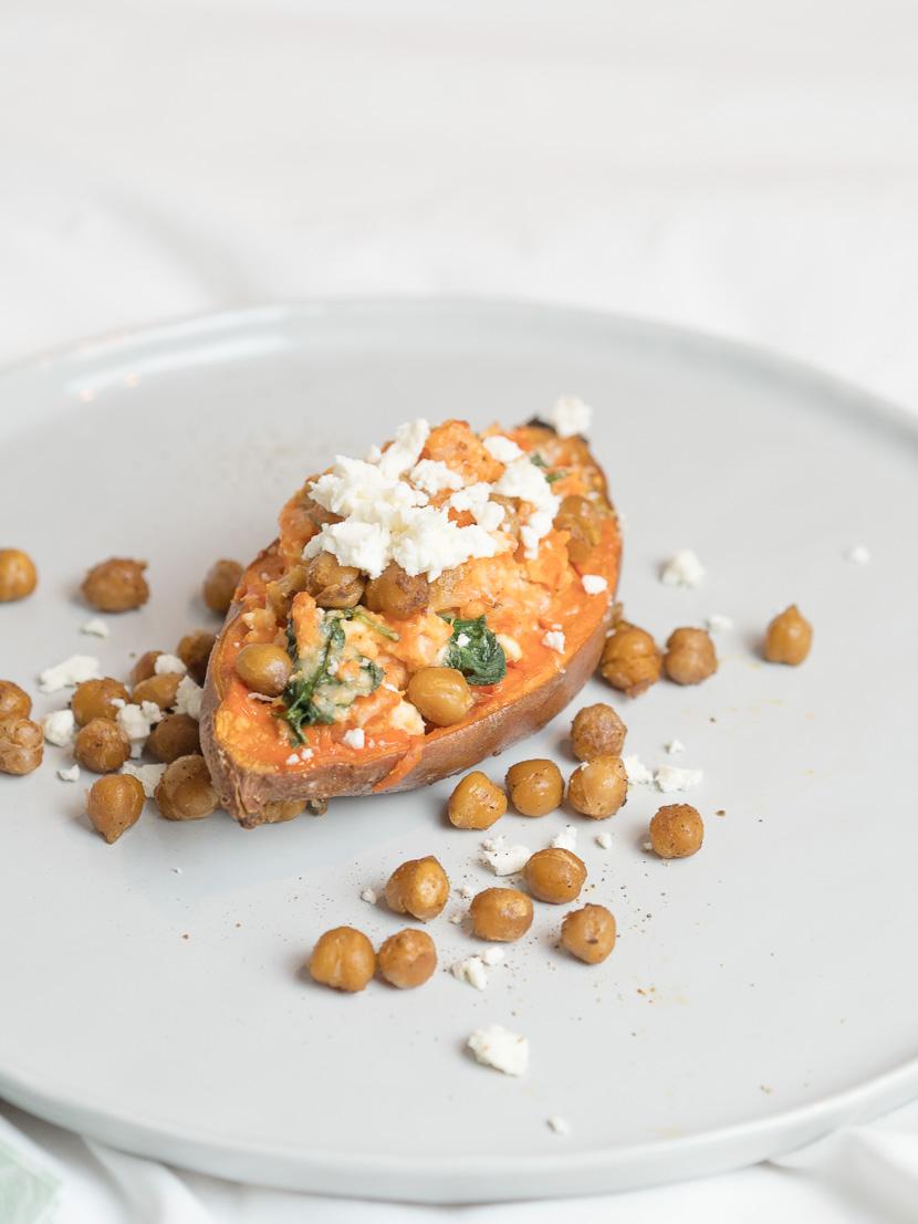 Gefüllte Süßkartoffel mit Spinat und spicy Kichererbsen 6