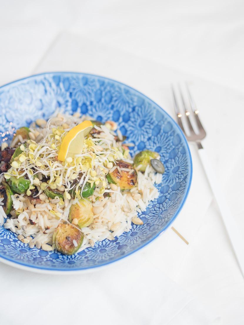 Reis Bowl mit gebratenen Kohlsprossen 3