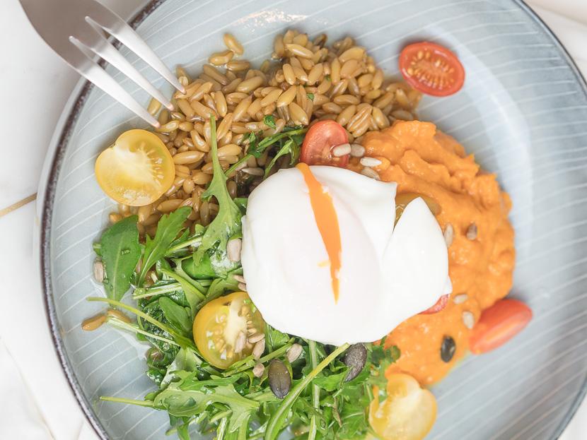 Lunchbowl mit Süßkartoffelpüree und Lemon-Dressing 3