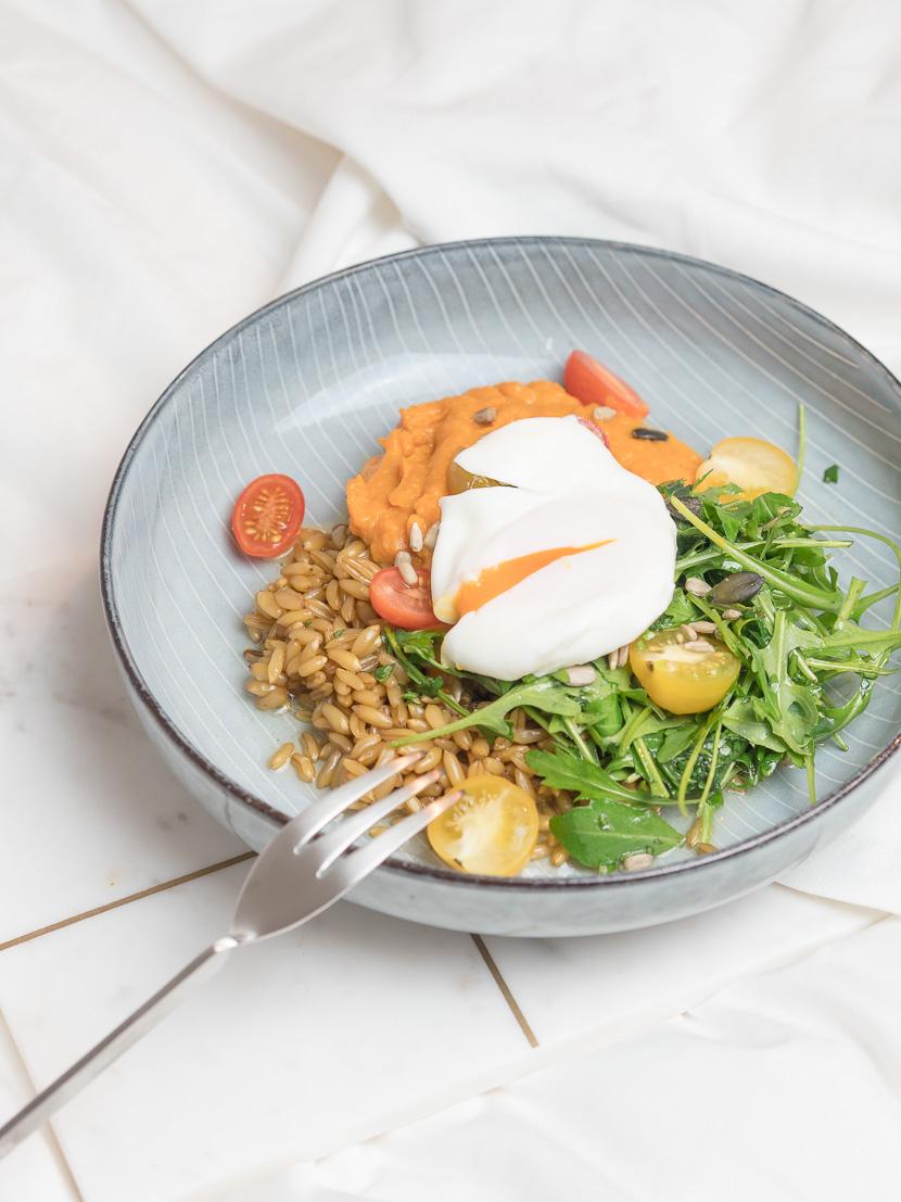 Lunchbowl mit Süßkartoffelpüree und Lemon-Dressing 2