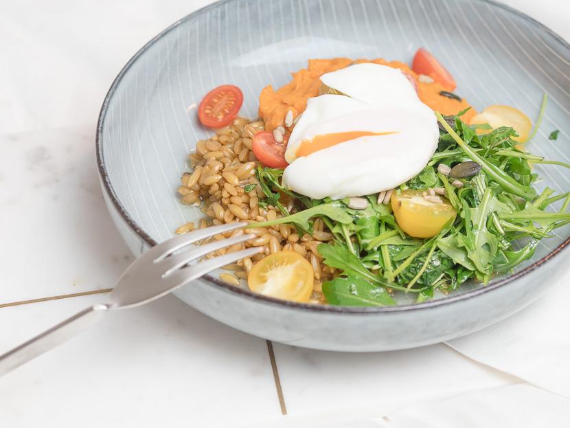 Lunchbowl mit Süßkartoffelpüree und Lemon-Dressing 1