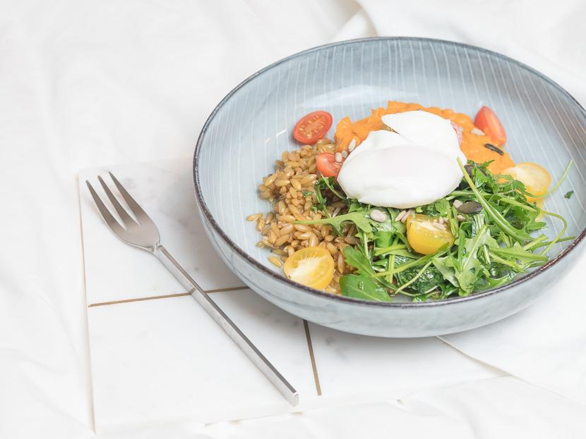 Lunchbowl mit Süßkartoffelpüree und Lemon-Dressing 4