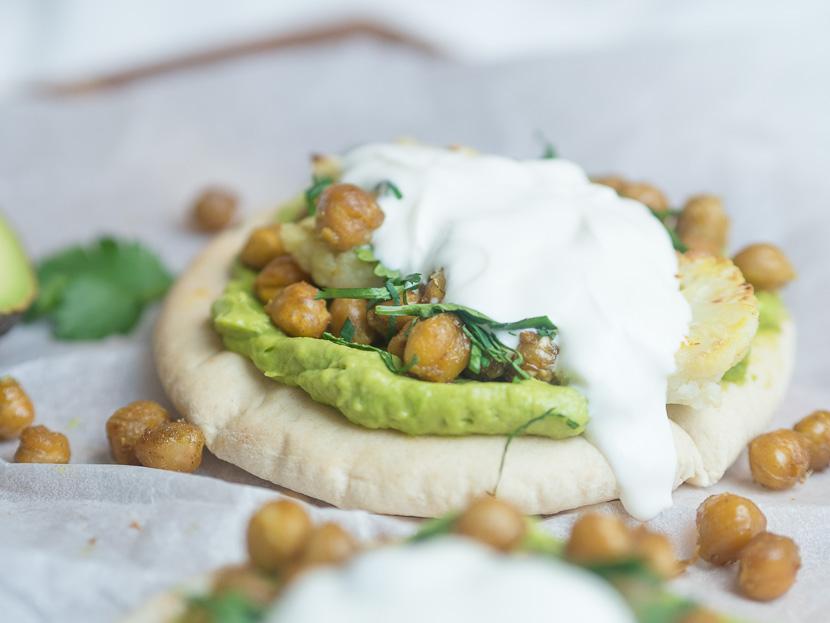 Pita mit Avocado und gerösteten Kichererbsen 6