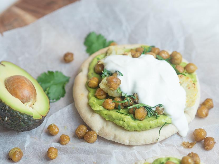 Pita mit Avocado und gerösteten Kichererbsen 4