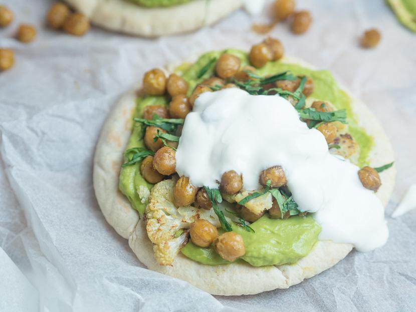 Pita mit Avocado und gerösteten Kichererbsen 2