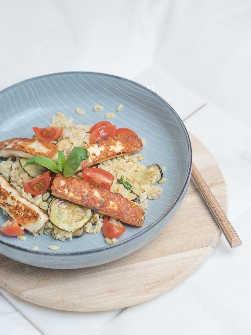 Zartweizen Bowl mit Halloumi und Zucchini 2