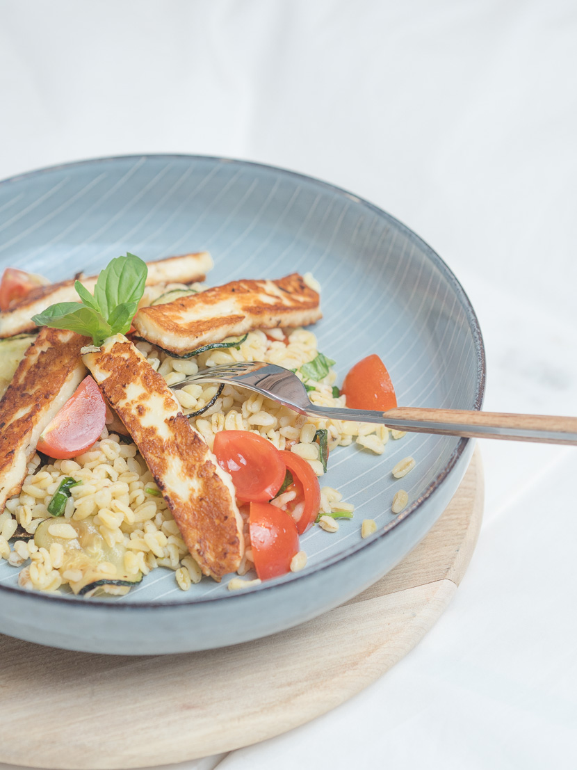 Zartweizen Bowl mit Halloumi und Zucchini 3