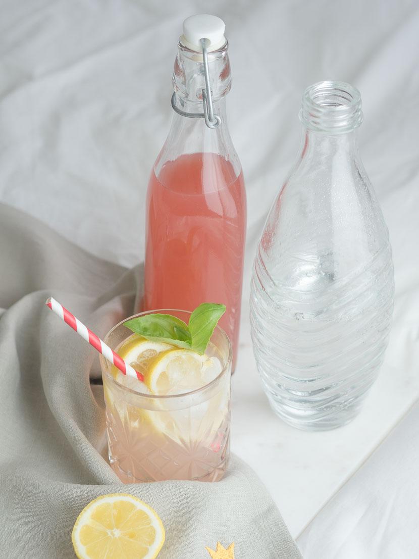 Hausgemachter Rhabarbersirup inkl. 3 Rhabarber-Cocktail Rezepte 9