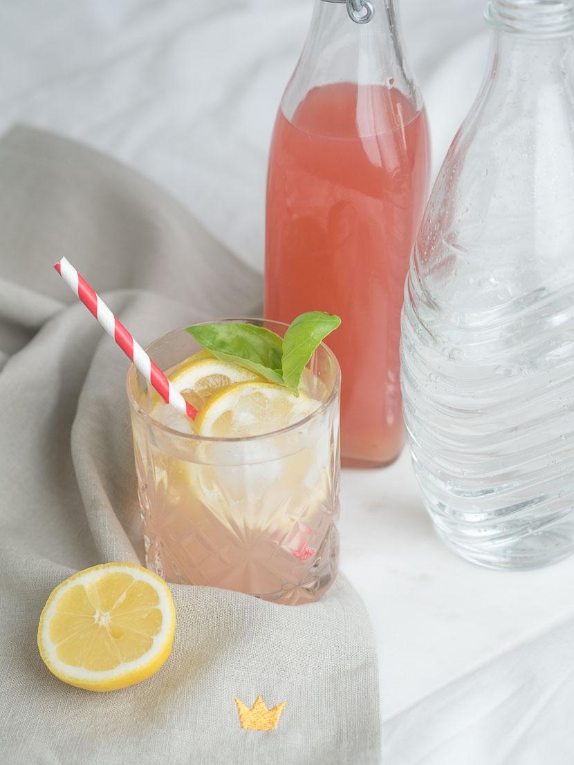 Hausgemachter Rhabarbersirup inkl. 3 Rhabarber-Cocktail Rezepte 1