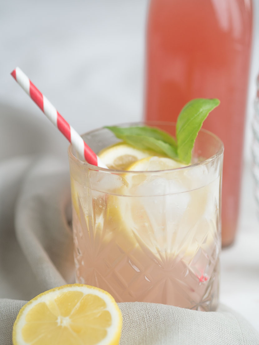 Hausgemachter Rhabarbersirup inkl. 3 Rhabarber-Cocktail Rezepte 2