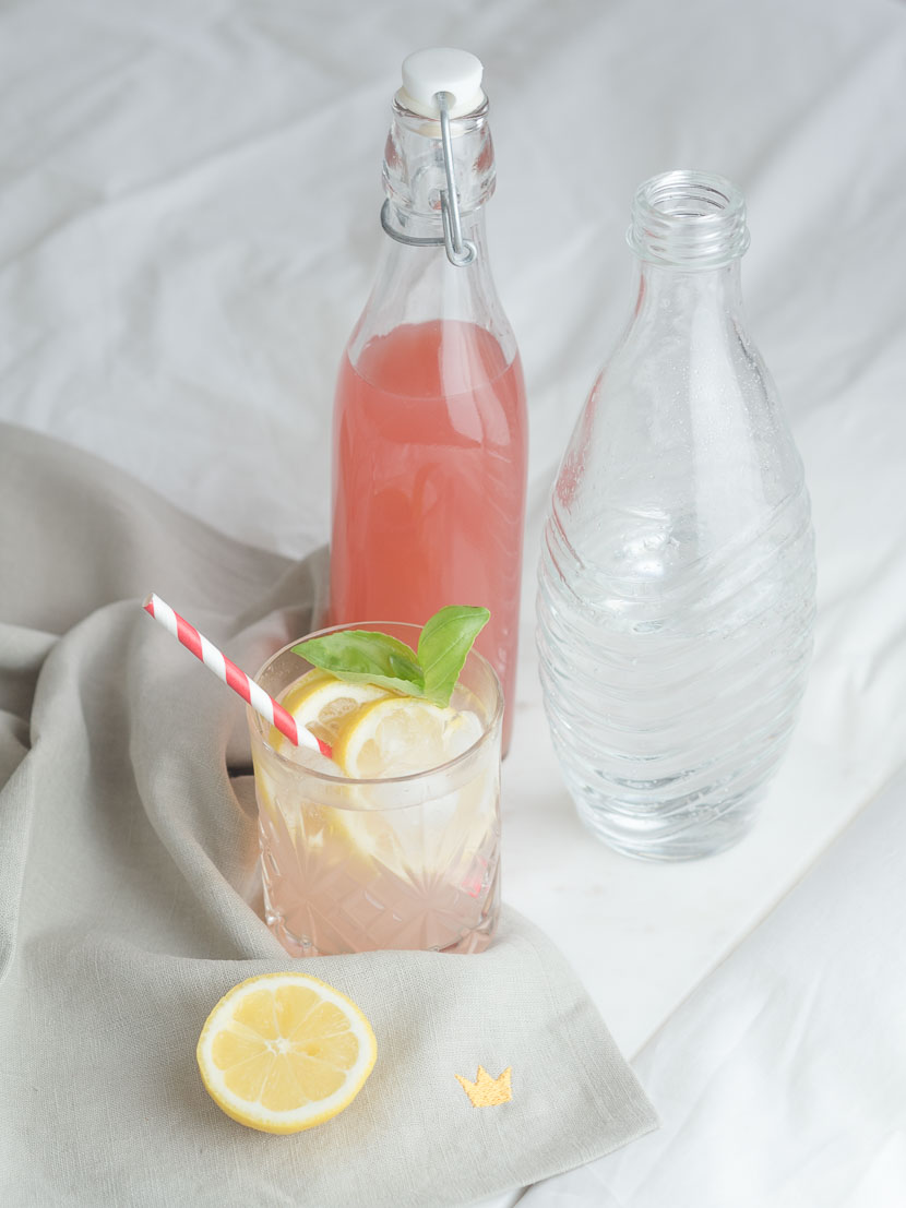 Hausgemachter Rhabarbersirup inkl. 3 Rhabarber-Cocktail Rezepte 6