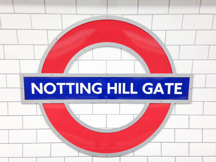 Lost my heart in Notting Hill- ein Beitrag über das ganz andere London, Guide for Notting Hill, Sightseeing, Lokaltipps, Must Dos in Notting Hill, Tipps für das noble Stadtviertel Notting Hill, Wohin in Notting Hill, Pubs und Restaurants in Notting Hill ,London, Travelguide Notting Hill, Reiseblog, Outfit mit Streifenshirt und Culotte, weiße Sneaker und Leo Mantel, Streetstyle London, www.amigaprincess.com