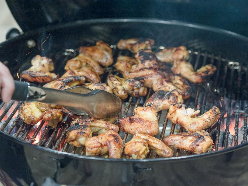 Weber Elektrogrill Rezepte : Chickenwing salat u2013 weber streetfood grillkurs*