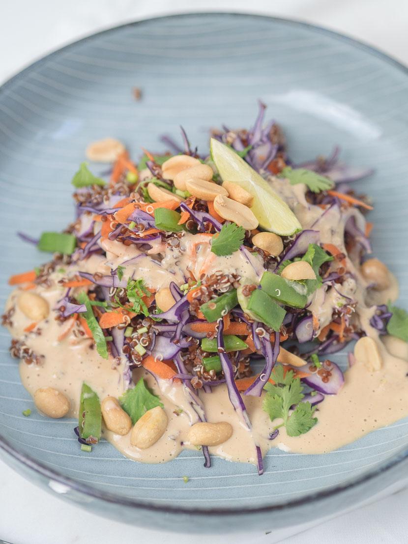 Quinoa Salat Thai Style mit Erdnuss-Dressing 6