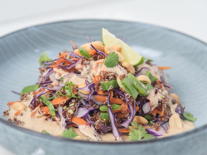 Quinoa Salat Thai Style mit Erdnuss-Dressing 1