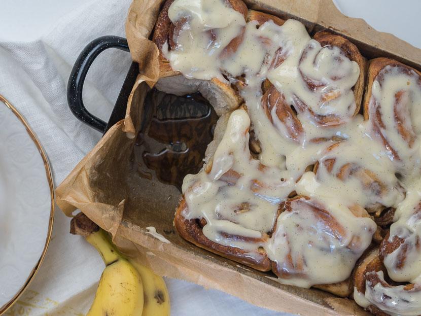 Banana Cinnamon Rolls, Zimtschnecken mit Frischkäse und Banane, Cinnamon Rolls, Banana Bread, Mehlspeise, soft, fluffy, gooey cinnamon, das einzige Rezpet für hausgemachte Cinnamon Rolls das du brauchst, einfaches Rezept für Zimtschnecken mit Frosting, Foodblog, www.amigaprincess.com #cinnamonrolls #recipe #mehlspeise