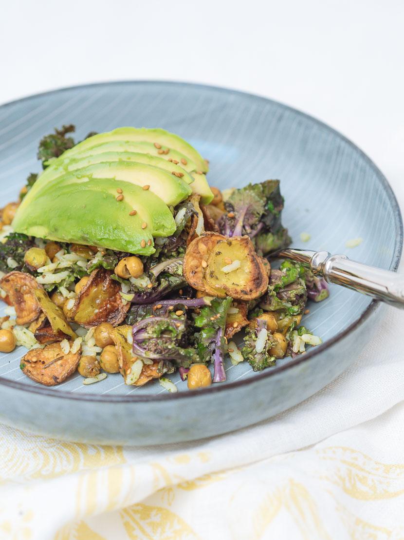 Bowl of Happiness - Kale Salat mit Pesto und geröstetem Gemüse 6