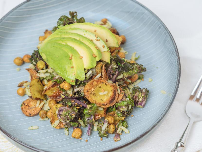 Bowl of Happiness - Kale Salat mit Pesto und geröstetem Gemüse 4