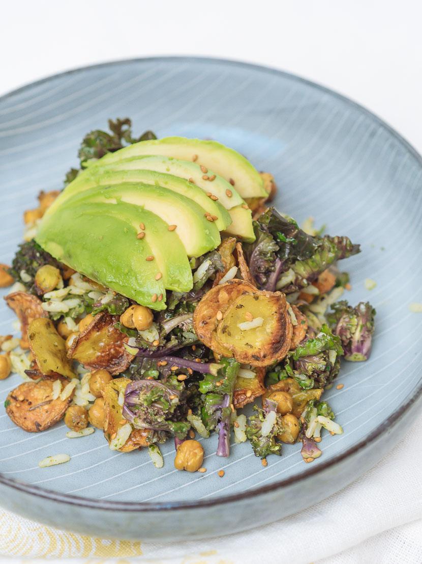 Bowl of Happiness - Kale Salat mit Pesto und geröstetem Gemüse 3