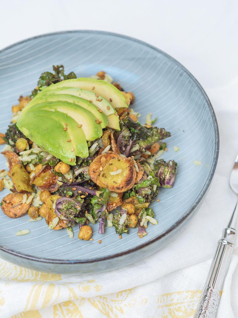 Bowl of Happiness - Kale Salat mit Pesto und geröstetem Gemüse 1