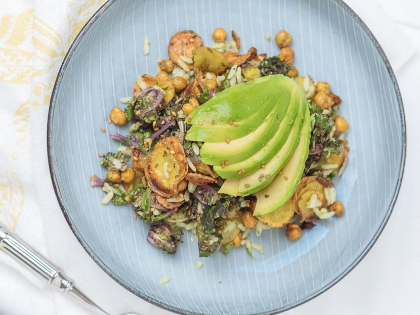 Bowl of Happiness - Kale Salat mit Pesto und geröstetem Gemüse 11