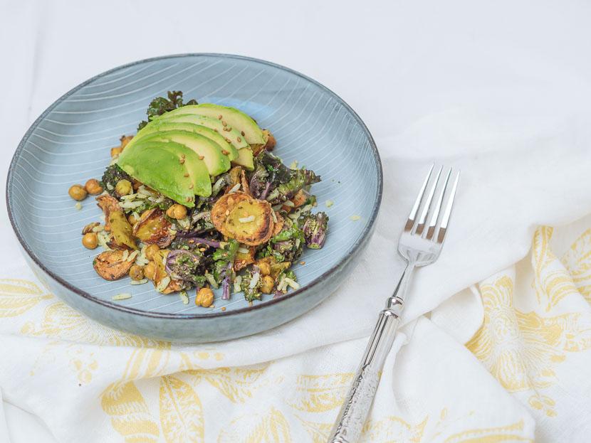 Bowl of Happiness - Kale Salat mit Pesto und geröstetem Gemüse 9