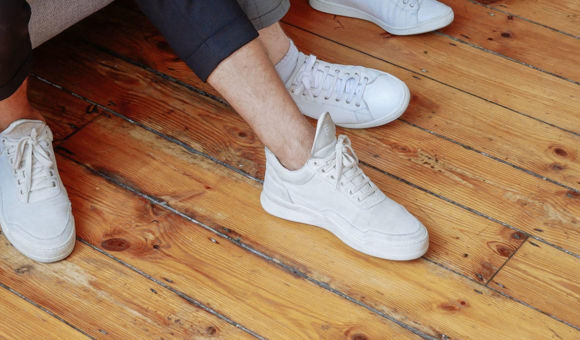 Mit diesen Tipps werden weiße Sneaker wieder strahlend weiß, weiße Sneaker reinigen, weiße Schuhe putzen, weiße Sneaker sauber machen, Eure Sneaker sind nicht mehr strahlen weiß? Kein Grund zu verzweifeln, denn ich zeige Euch wie sie wieder wie neu werden, Weiße Sneaker reinigen mit Babypuder, Backpulver und Zahnpasta, Lifestylehack, Reinigungstipp, www.amigaprincess.com #weißesneaker #lifestylehacks