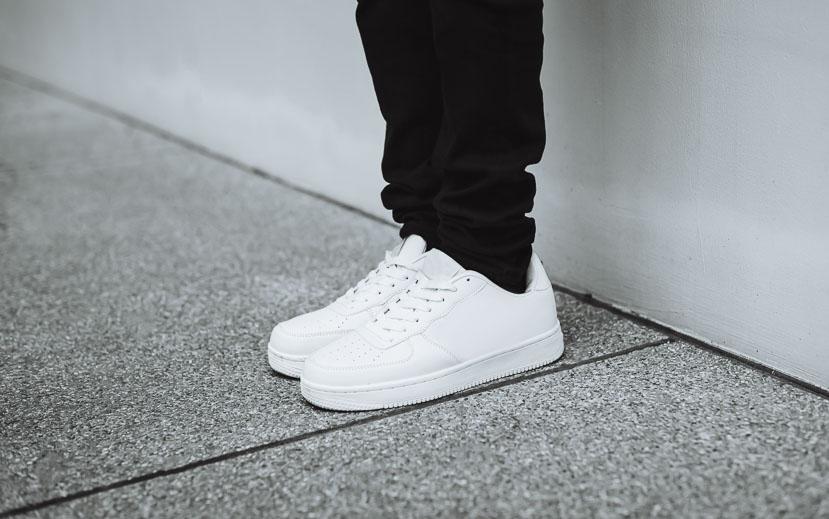 Mit diesen Tipps werden weiße Sneaker wieder strahlend weiß 3