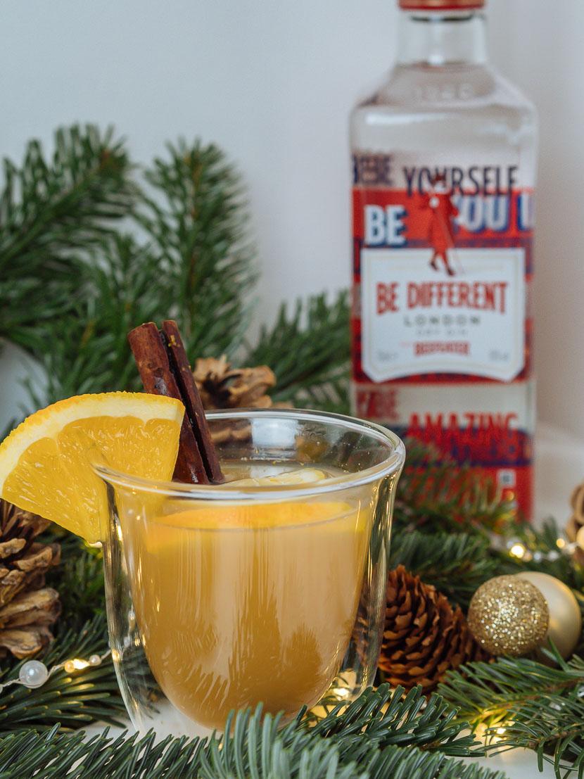 GINgle Bells: 3 weihnachtliche Drinks mit Gin, Gin Cocktails für Weihnachten, die besten Gin Cocktails für Weihnachten, Festive Holiday Gin Cocktails, winterliches Gin & Tonic, diese Cocktails mit Gin sind perfekt für die Weihnachtsfeiertage, Glüh Gin Rezept, Gin mit Apfelsaft und Zimt, heißer Winter Drink mit Gin, gin tonic Rezepte, www.amigaprincess.com