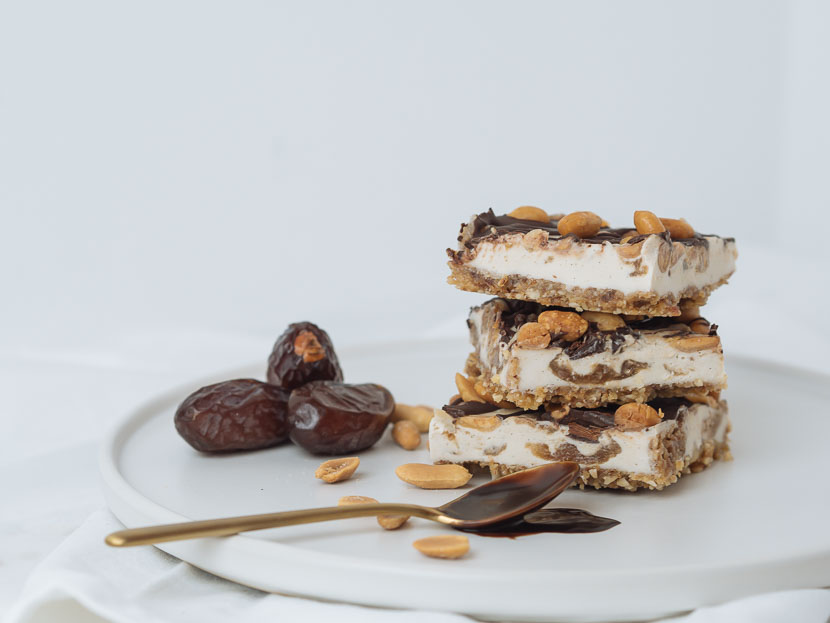 Raw Snickers Cheesecake - vegan 2