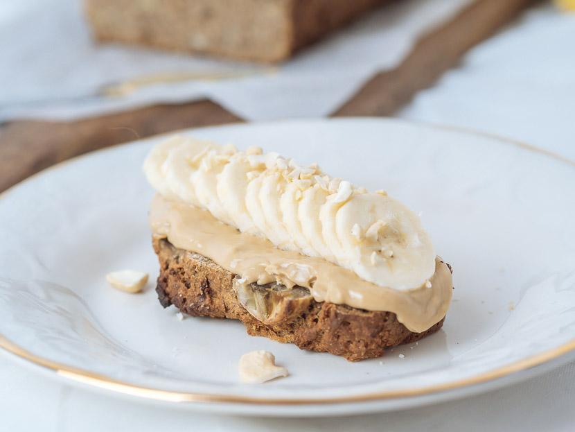 Saftiges Bananenbrot - vegan, ohne Zucker und schnell zubereitet 6