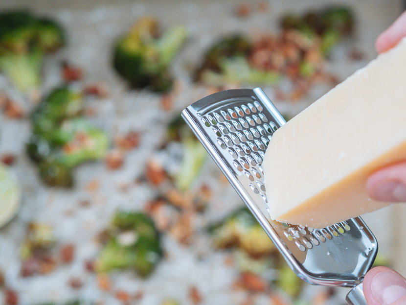 Knuspriger Brokkoli aus dem Ofen mit Parmesan und Mandeln 5